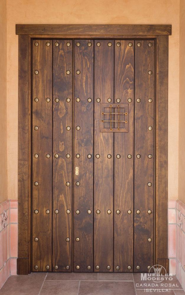 Puerta_rustica_exterior_con_fijo_clavos