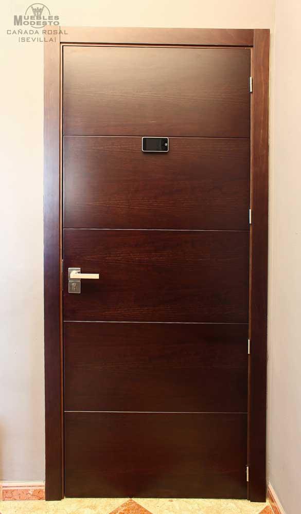 puerta-entrada-con-mirilla-digital-interior