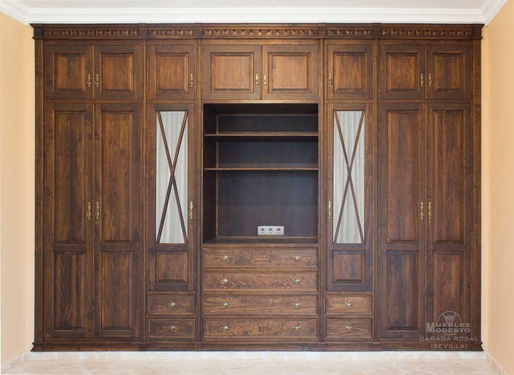 Armarios un armario a modo de trastero coleccin armario for Puertas madera a medida