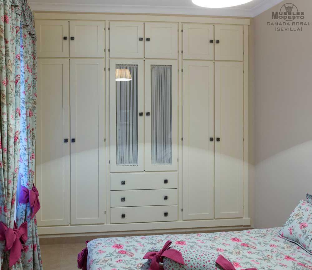 Armarios empotrados a medida muebles modesto - Como pintar puertas en blanco ...