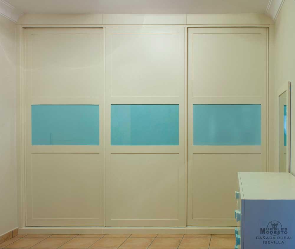 Armarios empotrados a medida muebles modesto - Puertas con cristales de colores ...