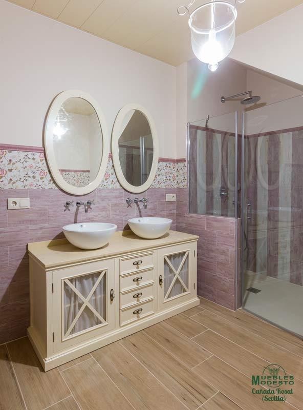 Fabricacion-mueble-bano-a-medida-crucetas-visillo-lavabo-sobre-encimera