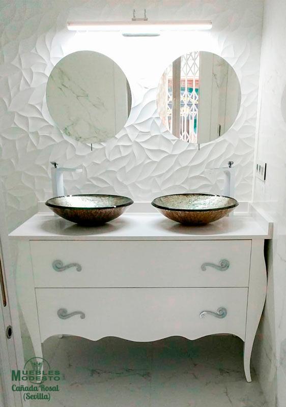 Mueble-bano-vintage-blanco-lavabo-sobre-encimera-fondo-especial-56