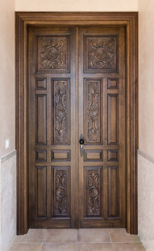 Puerta-entrada-madera-maciza-tallada-fabricada-a-medida